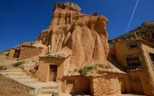 Cave houses in San Esteban de Gormaz, Soria, Spain | Picture: © age fotostock Spain, S.L. / Alamy